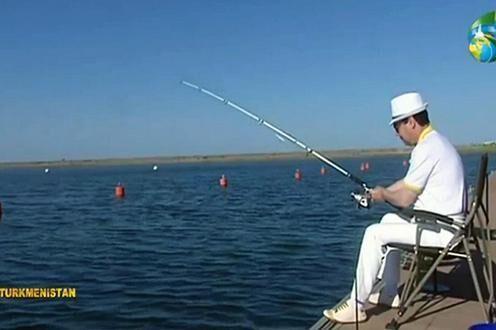 ترکمنستان شنا و ماهیگیری در خزر را ممنوع نمود